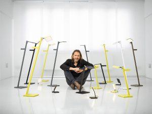 Visionär Dietrich F. Brennenstuhl, Gründer der Nimbus Group, inmitten seiner neuen kabellosen Leuchtenfamilie. © Frank Ockert