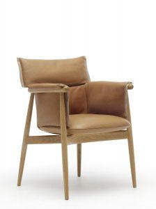 Der von EOOS gestaltete Stuhl begeistert – und das in verschiedenen Ausführungen. © Carl Hansen & Søn