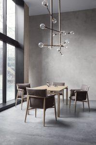 Dinieren, Loungen – kurz: Genießen ist mit Embrace Lounge Chair angesagt. © Carl Hansen & Søn