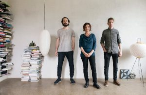 Kreatives Trio: Sebastian Rauch, Initiatorin Martha Rauch-Debevec und Thomas Rösler sind KARAK. © Vincent Ribbers