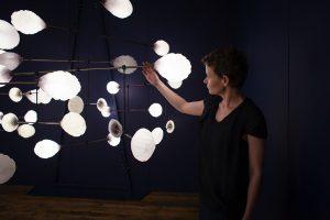 mischer'traxler studio leuchten bei der London Design Biennale 2016 mit einer spannenden Lichtinstallation. © Austria Design Net/Foto: Simon Scherrer/smolbattfein