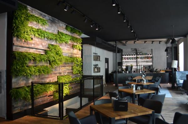 Fine Dining: In Restaurants sorgt Vertical Magic Garden jederzeit für schickes Grün und frische Kräuter. © Vertical Magic Garden