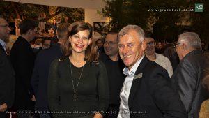 Stark: Claudia Schiedt (Vitra Home Store Managerin Österreich) und Rudolf Englisch (Verkaufsleiter Grünbeck Einrichtungen). © Stephan Grünbeck