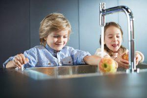 Beim Nachwuchswettbewerb sind junge Designer dazu eingeladen, zukunftsorientierte Ideen und Lösungen für den Umgang mit Wasser in der Küche einzureichen. © Hansgrohe SE