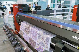 """Zu """"digital print technology"""" wartet die spannende """"Digital Textile Micro Factory"""". © Messe Frankfurt Exhibition GmbH / Jean-Luc Valentin"""