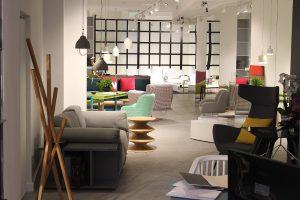 Auf 200 m2 präsentiert die Möbelmarke Designkreationen – und mehr. © MOYA