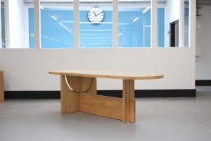 """Wortwörtlich alles im """"LOT"""": Der neue Tisch von Tecta wird auf der imm cologne vorgestellt. © Tecta"""