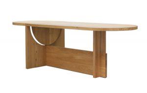 Der von Wolfgang Hartauer formschön gestaltete Tisch ist Wohn-, Ess- und Arbeitstisch zugleich. © Tecta