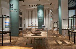 Der breit gefächerte Bogen spannt sich über sechs Ausstellungskapitel mit spezifischen Themen. © MAK/Georg Mayer