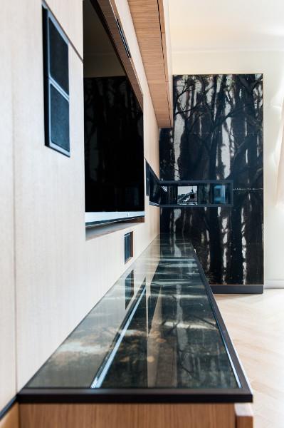 """Stilvolles Stück: In ein Möbel wurde der Vorhangstoff aus der Inszenierung von Thomas Bernhards """"Vor dem Ruhestand"""" integriert. © UNA plant"""