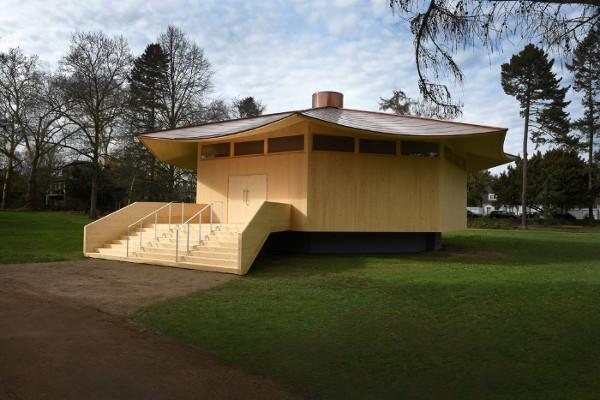 """Der """"Krefeld Pavillon"""" ist eingeweiht. Entstanden ist der außergewöhnliche Ausstellungsort auf Initiative von Projekt MIK e.V., bei dem sich Interface als Sponsor engagiert. © Projekt MIK, Foto: Michael Dannenmann"""