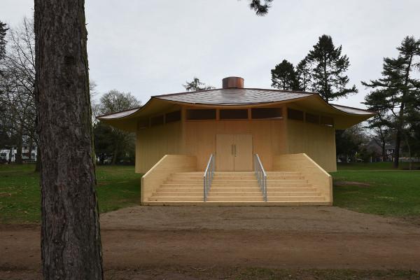 """Mit den Türen des """"Krefeld Pavillon"""" öffnet sich eine einzigartige Location und Welt. © Projekt MIK, Foto: Michael Dannenmann"""